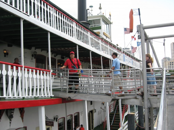 蒸気船に乗船